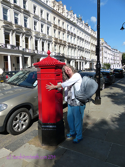 On the way to meet the coach, I had to hug a pillar box (for mail) just in case they ecome a vanishing artifact, like the red phone booths (after all, how many pay phones are there in YOUR town now?  Precious few!)